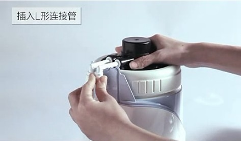 水管链接净水器上
